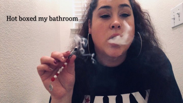 I hot boxed my tiny bathroom / check out my roach clips