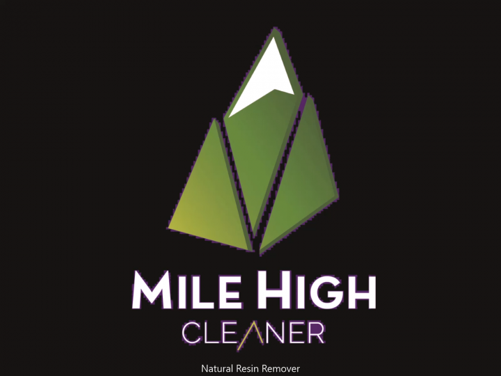 Cleaning a grinder with Mile HIGH Cleaner