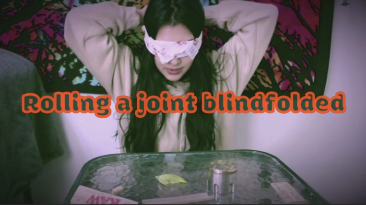 ROLLING A JOINT BLINDFOLDED!