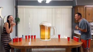 BONG/BEER PONG | WE SUCK AT THIS GAME