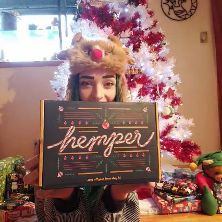 Unboxing, Hemper December Box