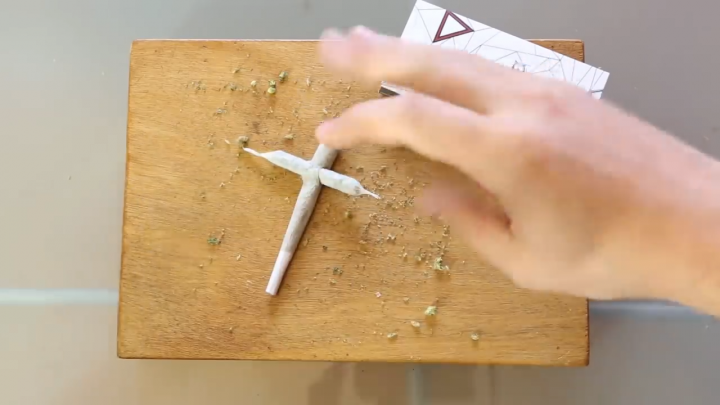 How To Roll A Cross Joint - International Highlife