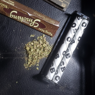 how to roll a joint with a joint roller