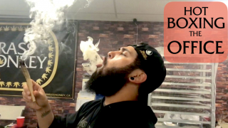 Smoking out Re-Up Sesh     Smoking with the Brass - TheWeedTube
