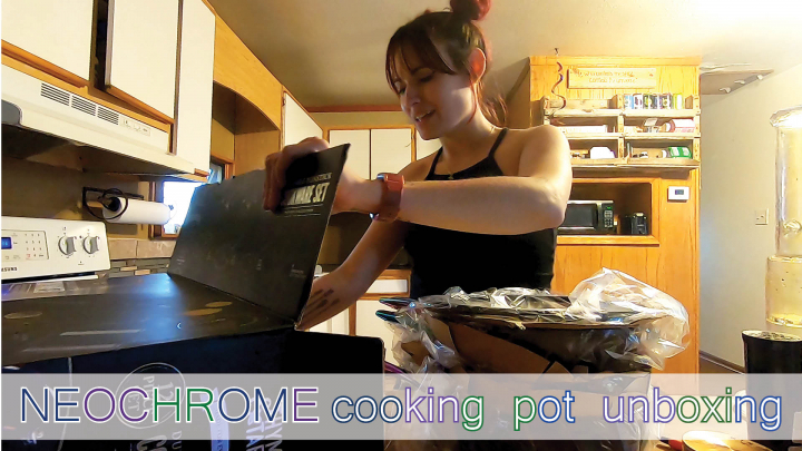 i got neochrome pots and pans // unboxing